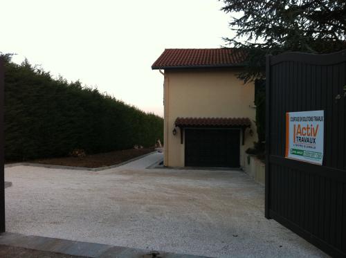 Réfection entrée villa à Dommartin