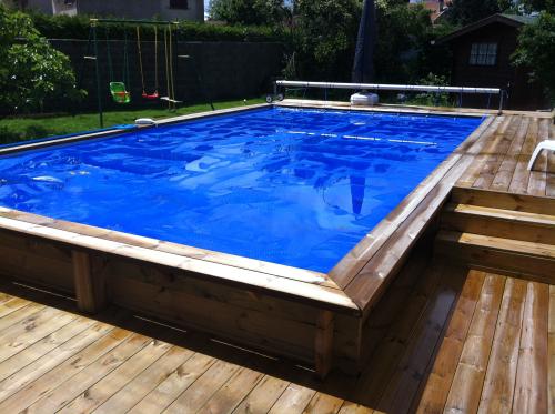 Réalisation d'une piscine en bois semi-enterrée à Rillieux la Pape (69)