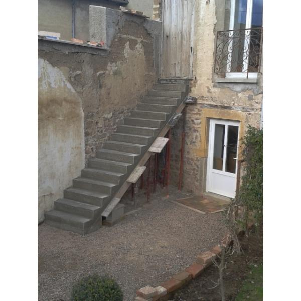Réalisation et pose escalier extérieur à LES OLMES