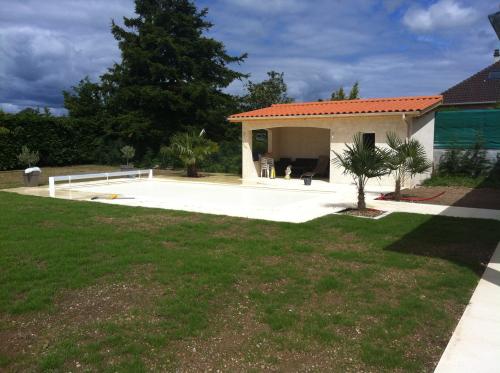 Piscine, terrasse et pool house