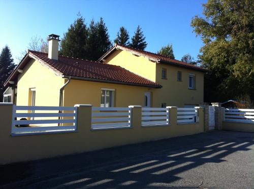Ravalement de façade d'une maison - clôture St Jean de Thurigneux