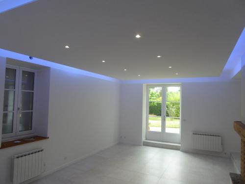 Rénovation de maison, faux plafond LED - Lentilly