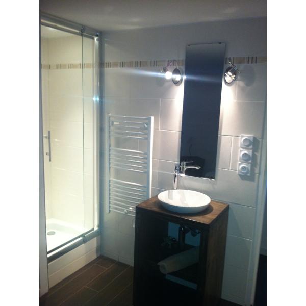 Réalisation d\'une micro-salle d\'eau dans chambre - Activ Travaux