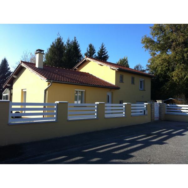 Ravalement de façade d'une villa et réalisation de clôtures